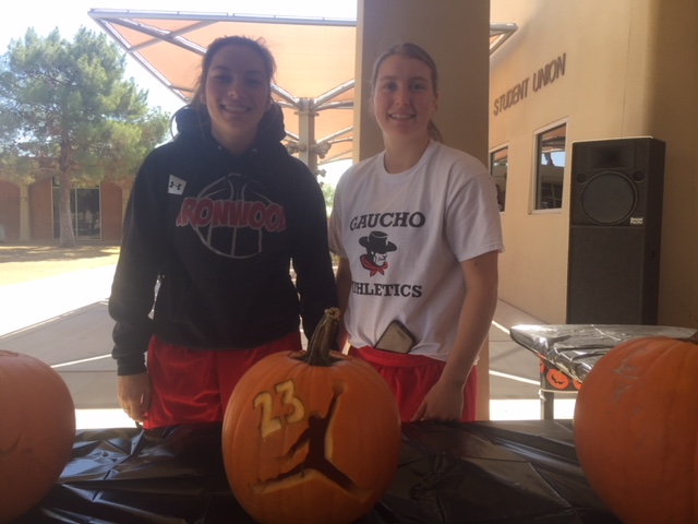 WBB Pumpkin Decorating contest.JPG