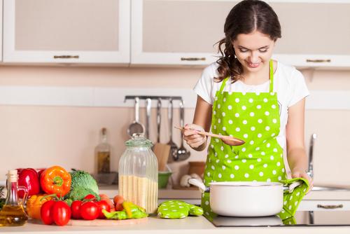 「調理 女性」の画像検索結果