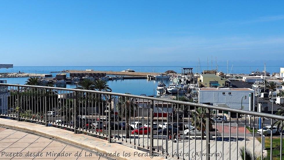 Puerto de Adra desde el mirador de la Torre de los Perdigones.