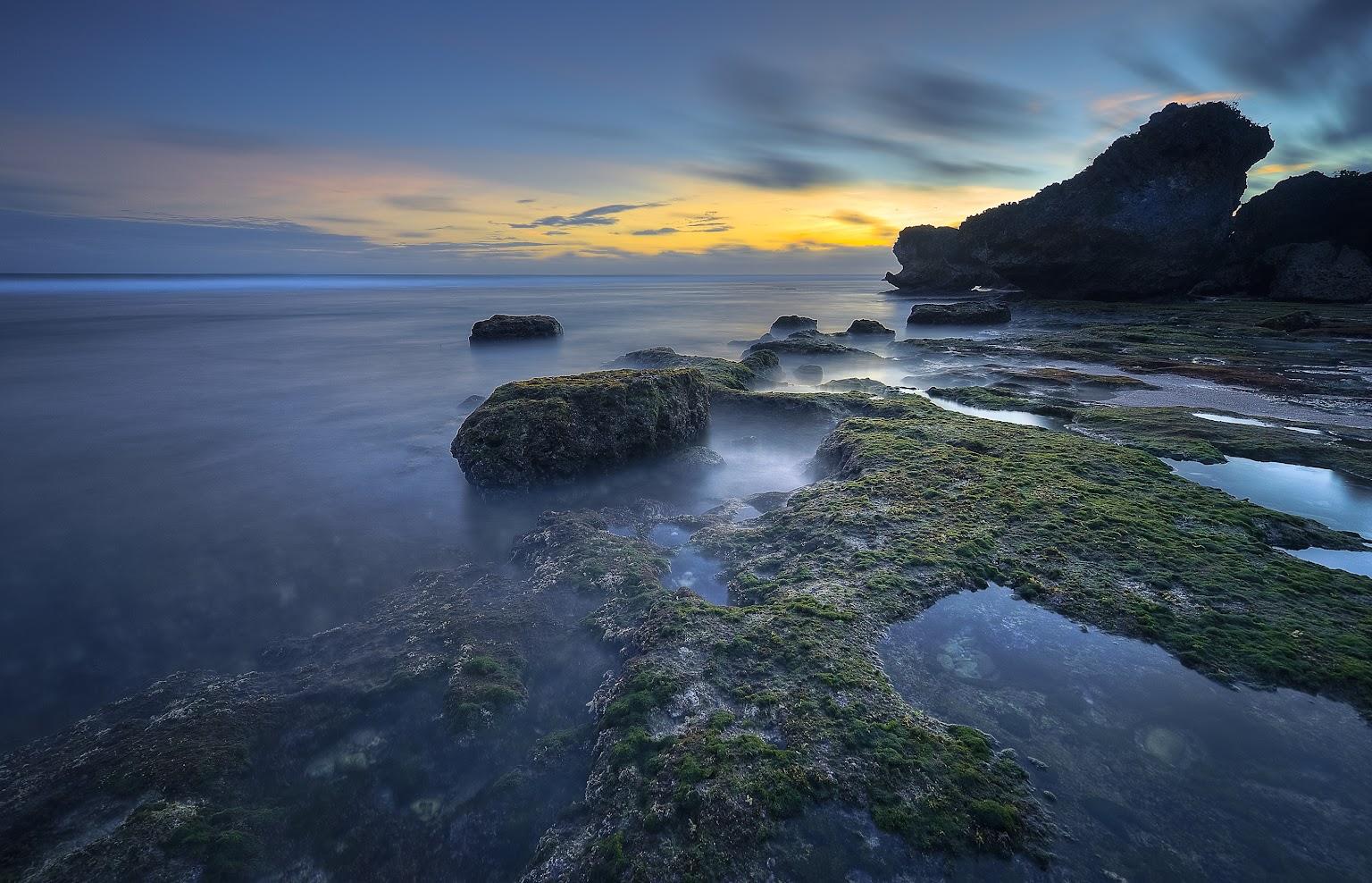 Pantai Watubolong