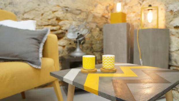 créations fait-main en béton ciré table d'appoint en béton et lampe en béton design