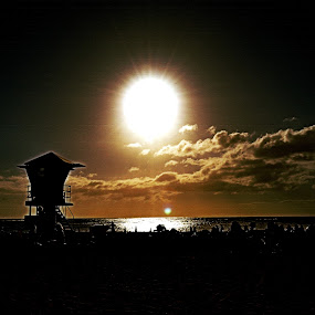 Waikiki Sun by Adriano Sabagala - Landscapes Travel