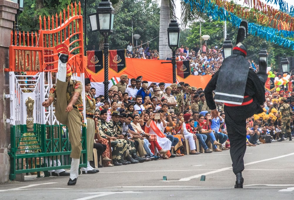 best-tourist-places-india_-_WAGAH_BORDER
