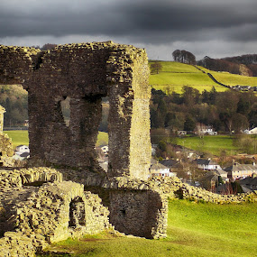 Kendal Castle by Rogerio Teixeira - Buildings & Architecture Decaying & Abandoned ( landmark, rogerio teixeira, ruin, castle, kendal castle )