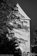 Photo: Der Turm der Dorfkirche in Mühlen Eichsen wurde im 14. Jahrhundert errichtet.