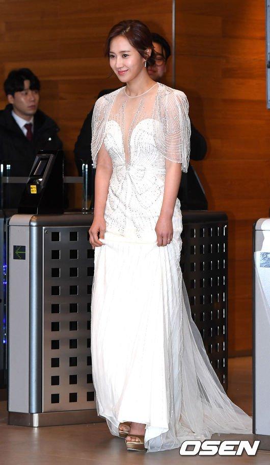 yuri gown 17