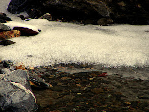 Photo: Detalle de riachuelo que aún estaba a medio congelar.