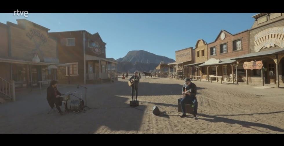 Leone conecta el cine de Sergio Leone y la música de Morricone con la canción 'Todo Se Acaba' desde el Mini Hollywood.
