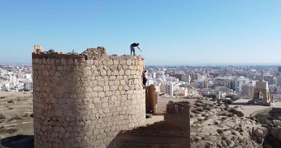 Investigados por vulnerar las murallas de la Alcazaba para practicar 'parkour'