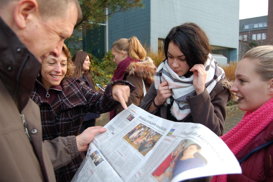 DSC_0049 noticia local con la reunion.JPG