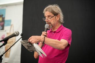 """Photo: Sarjakuvafestivaalien kuuluttaja Jussi """"The Voice"""" Wahlgren"""