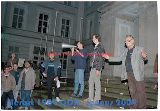 Photo: SED Angestellter mit blutigem Daumen Das einzige Blut dass bei dieser friedlichen Revolution der Kerzen geflossen ist.