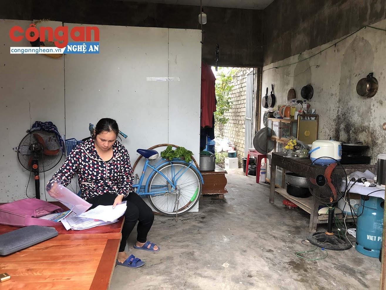 Hiện tại, gia đình 5 người nhà chị Hựu đang sống trong căn phòng thuê trọ tạm bợ chưa đến 10 m2
