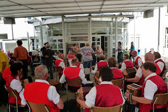 Photo: Unsere lüpfige Musik lädt viele Bewohnerinnen und Bewohner zum tanzen ein.