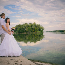 Wedding photographer Oleg Gnutov (Gnutov). Photo of 08.02.2015