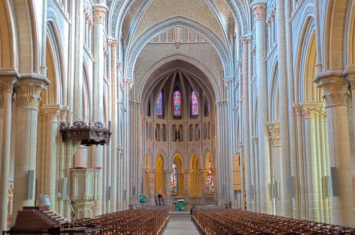 Внутри собора Нотр-Дам в Лозанне