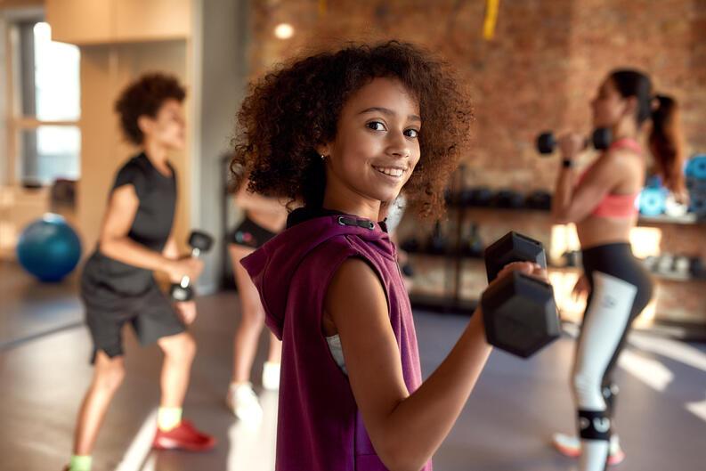 cuanto ejercicio se debe hacer al dia para contrarestar 8 horas de oficina 5