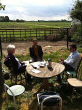 Photo: een zinnig gesprek in de voortuin met Hogeschool Windesheim