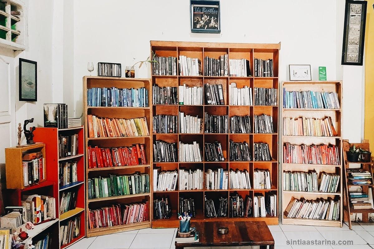 Mengejar Aan Mansyur Hingga ke Perpustakaan Katakerja Makassar