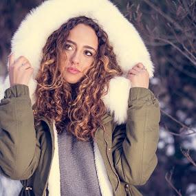 Natalia en Andorra. by Martín Silva Cosentino - People Portraits of Women ( teen, snow, otoño, retrato,  )