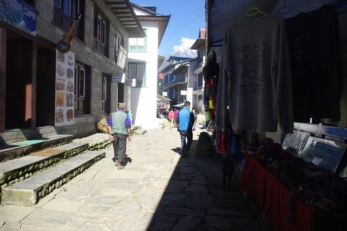 【ネパール地震】大量の遺体、悲しみに圧倒される火葬業者 ネパール地震