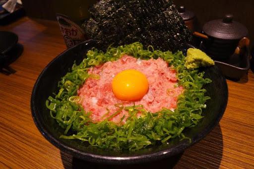 就是這個丼讓我一見鍾情,還想吃寶石丼,但有點飽而且價格高,所以忍住沒點,以後晚餐再吃吧。