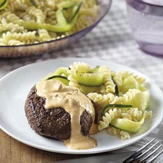 Rundvlees met Stroganoffsaus en courgette pasta