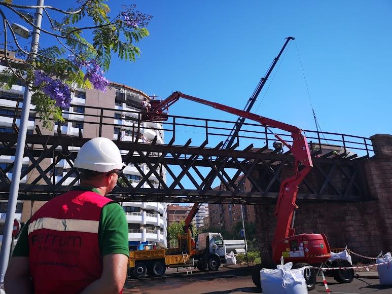 Restauración de la plataforma de acceso del cargadero.