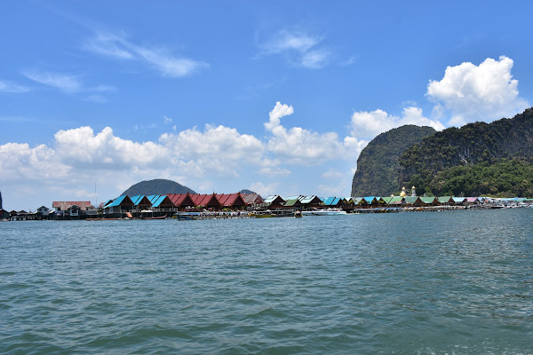 Stopover on the floating village of Panyee