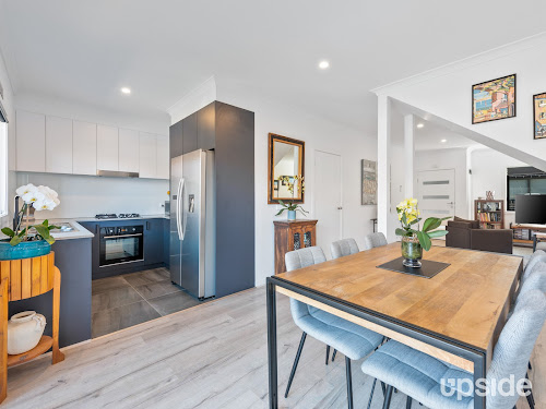 Photo of property at 3/2 Cairns Street, Rosebud 3939
