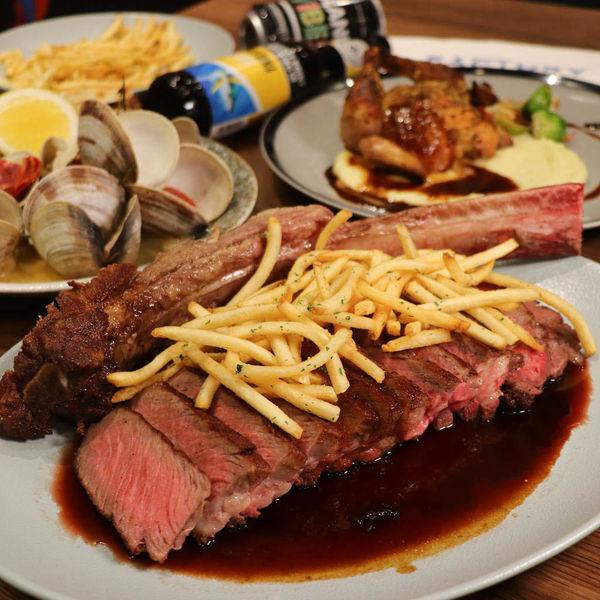 夜晚餐酒館,Factory共嚐美式料理坊,美籍主廚特色美味料理,1公斤超狂重量級戰斧牛排,適合小酌聚餐!
