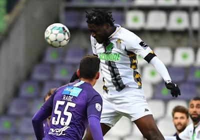 Speler van Charleroi houdt breuk over aan botsing met Brandon Mechele