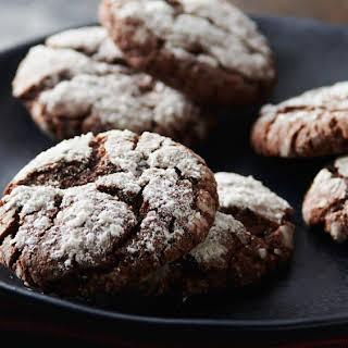 Easy Chocolate Crinkle Cookies.