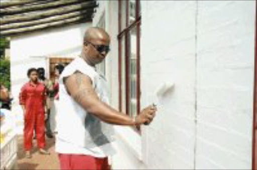 SUPER LOOK: DJ Fresh gives the Door of Hope orphanage in Berea a new coat of paint. Pic. Mohau Mofokeng. 24/01/2007. © Sowetan