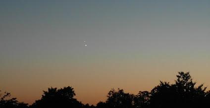 Photo: Jupiter (boven) en Venus bij elkaar aan de avondhemel 30 juni/1 juli