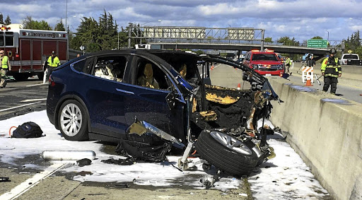 Rescue workers attend the scene where a Tesla electric SUV crashed into a barrier on US Highway 101 in Mountain View, California. Picture: KTVU FOX 2 VIA REUTERS