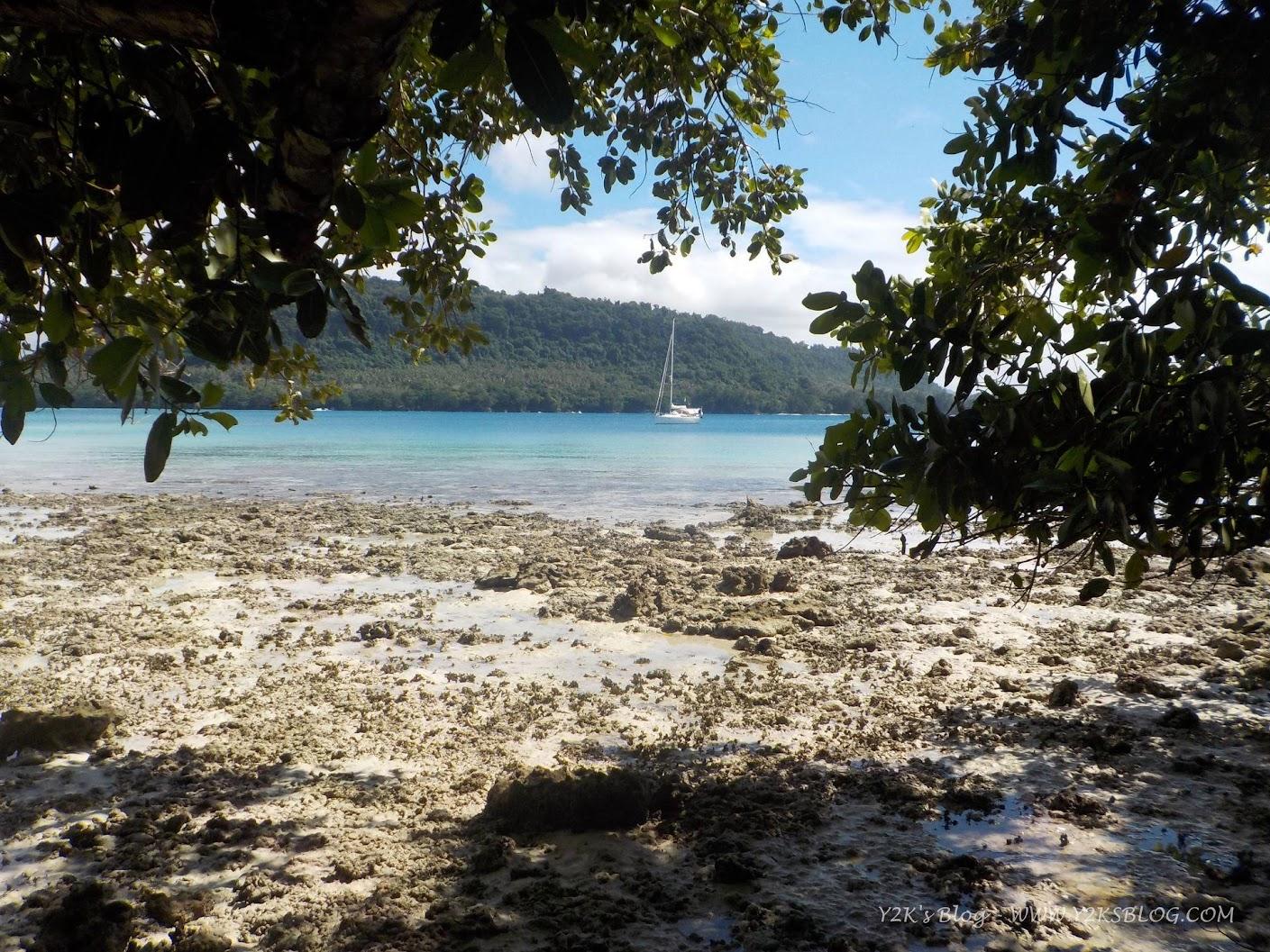 Y2K all'ancora nella baia di Port Orly - Santo