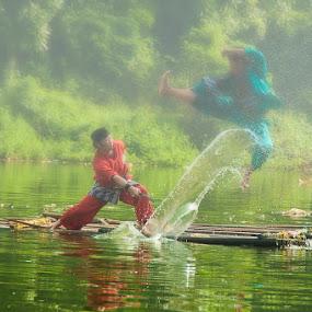 Traditional Fighting by Basuki Mangkusudharma - People Street & Candids ( traditional fighting )