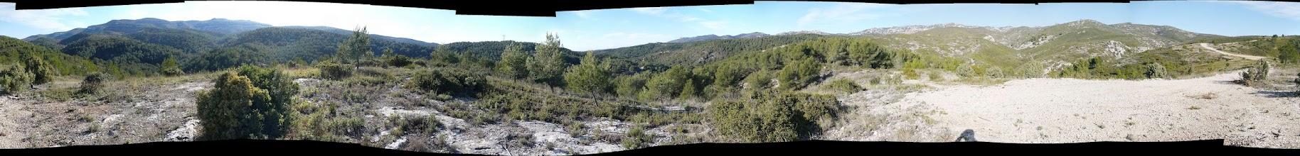 Photo: Panoramique 360°. De Gauche à droite: le Garlaban, route des Termes vers Plan de Cuques, Etoile, la Moure, mont Julien.
