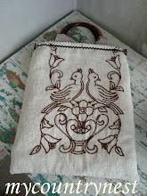 Photo: tote bag ricavata da vecchia striscia da tavolo ricamata a mano, con manici rigidi