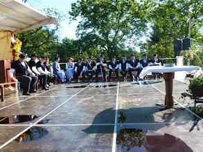 Photo: Der Jodlerklub Duggingen wartet auf seinen Auftritt beim Gottesdienst