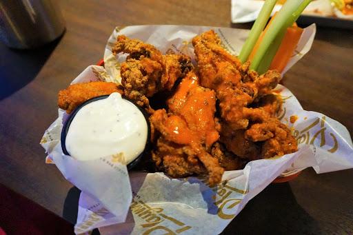 Mariner_Wings.jpg - Did someone order a dozen Buffalo wings?