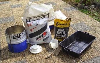Photo: Les composants et le matériel pour réaliser l'isolant réfractaire