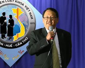 Photo: Lời phát biểu của anh Nguyễn Vạn Bình – Trưởng Ban Tổ Chức – SVLK SaiGon 1967-1971