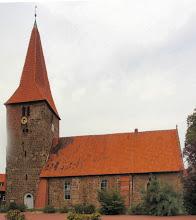 Photo: schöne alte Kirche in dem kleine Ort Balge