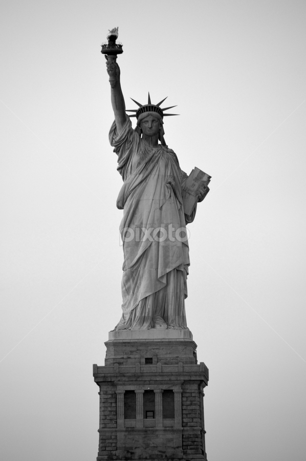 Lady Liberty by Rob Kovacs - Black & White Buildings & Architecture