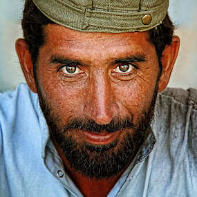 THE WORKER. XIII. by Leon Zaragoza - People Portraits of Men