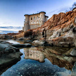 Home on the cliff by Gianluca Presto - Buildings & Architecture Homes ( cliffs, reflection, cliff, nature, tuscany, house, water, sea, building, home, water reflection, rocks, sunset, homes, livorno, italy, architecture )