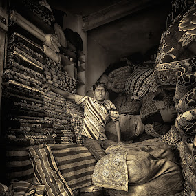 The Blanket Walla by Spencer Van Der Walt - Black & White Portraits & People ( shop, tourist, new delhi, india, travel, blankets )