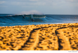 Photo: Photo of the Day: Off The Wall, Hawaii. Photo: Lowe-White #Surfer #SurferPhotos  To view more photos, click here:http://bit.ly/16YUIae